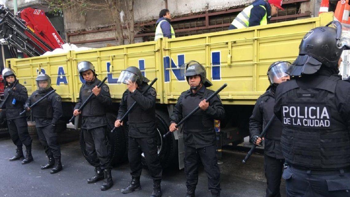 Operativo contra vendedores senegaleses - Crédito:@MDSuarez