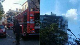 Susto en Parque Centenario por un incendio: al menos 7 personas fueron asistidas