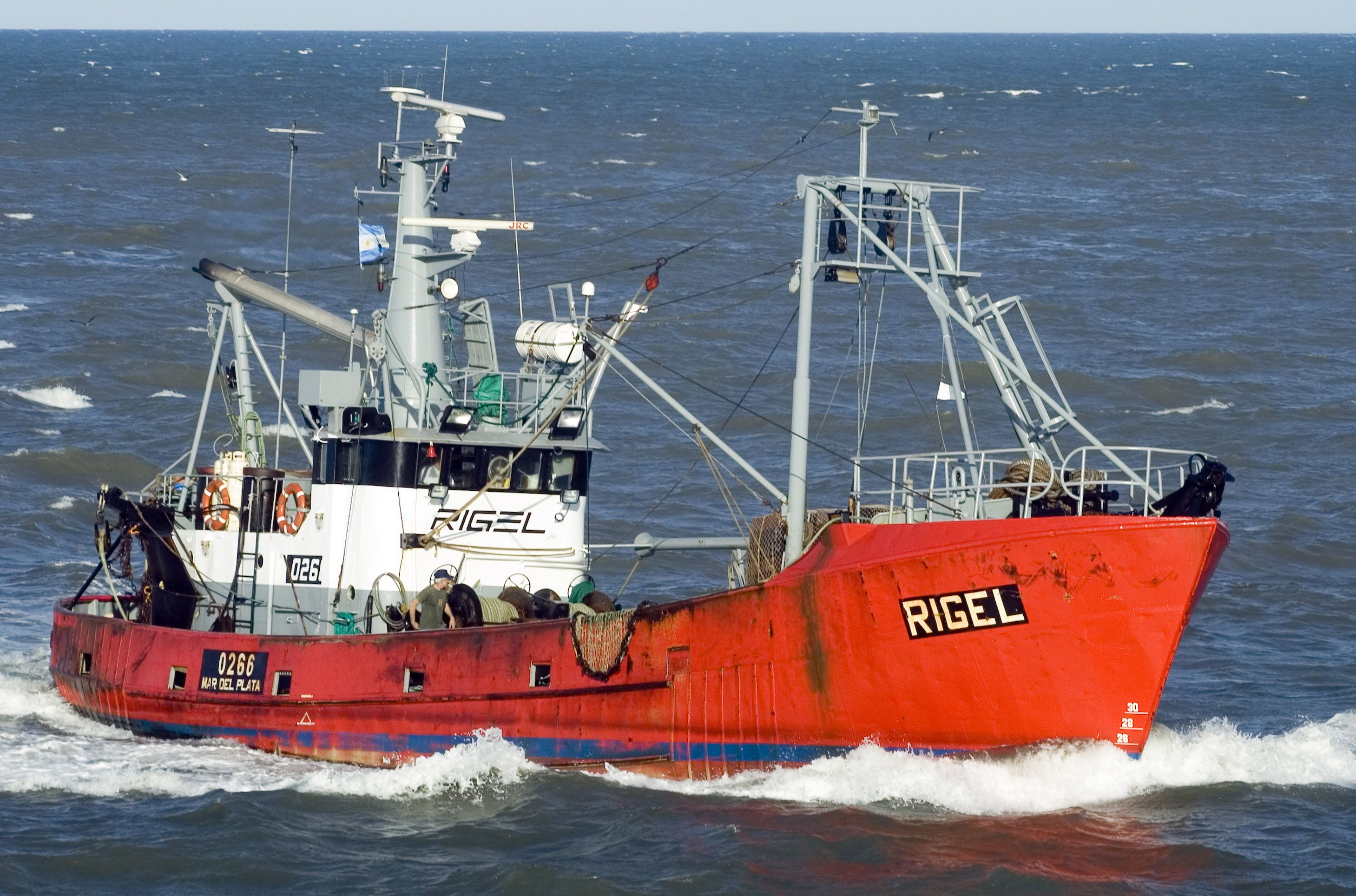 Un buque de investigación científica se sumó a la búsqueda del pesquero Rigel