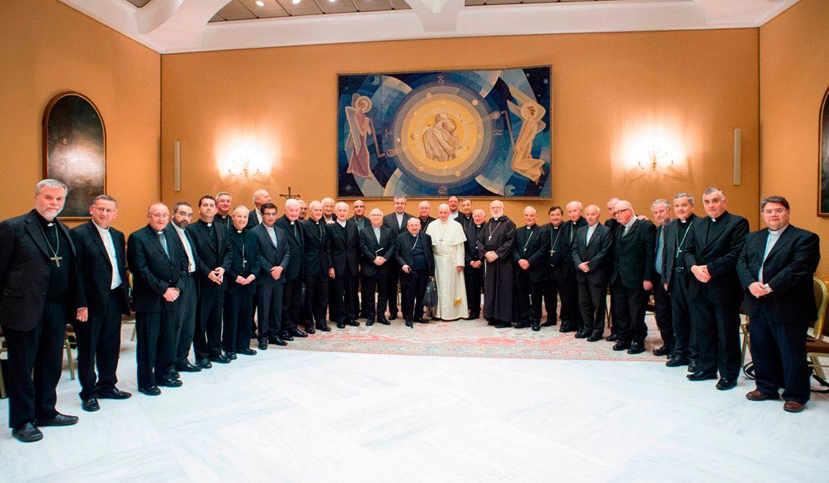 Después del escándalo de abuso sexual, el papa Francisco aceptó la renuncia de tres obispos chilenos