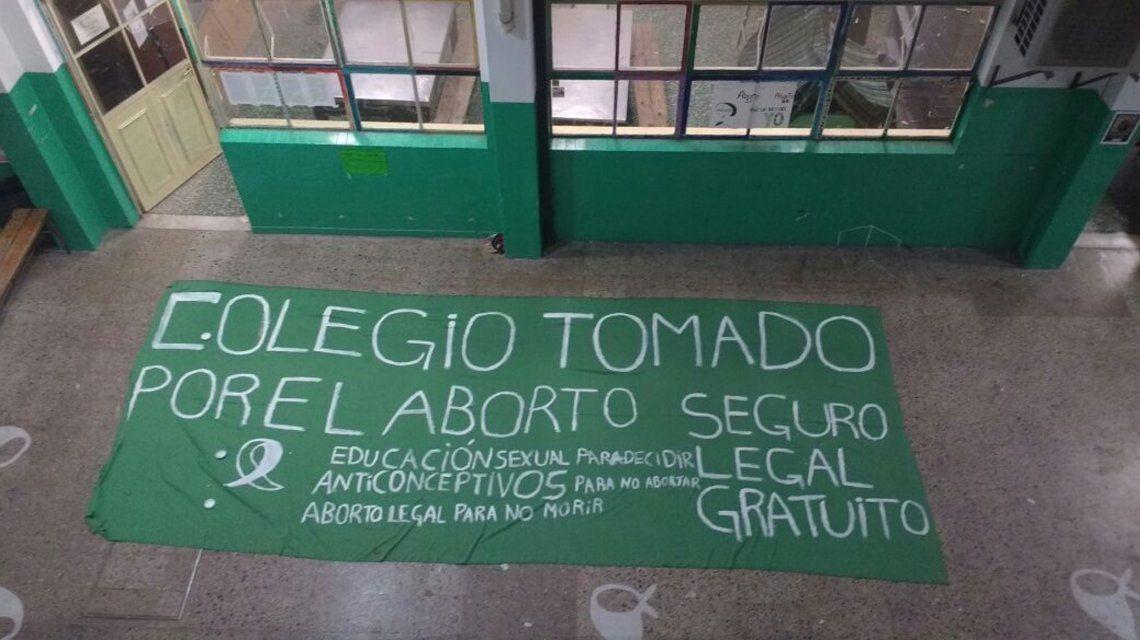 Estudiantes toman facultades y escuelas en apoyo a la legalización del aborto