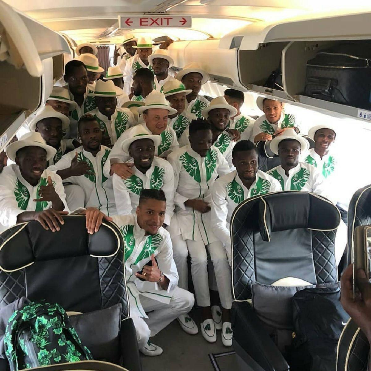 A puro estilo: así llegaron vestidos los jugadores de Nigeria para el Mundial