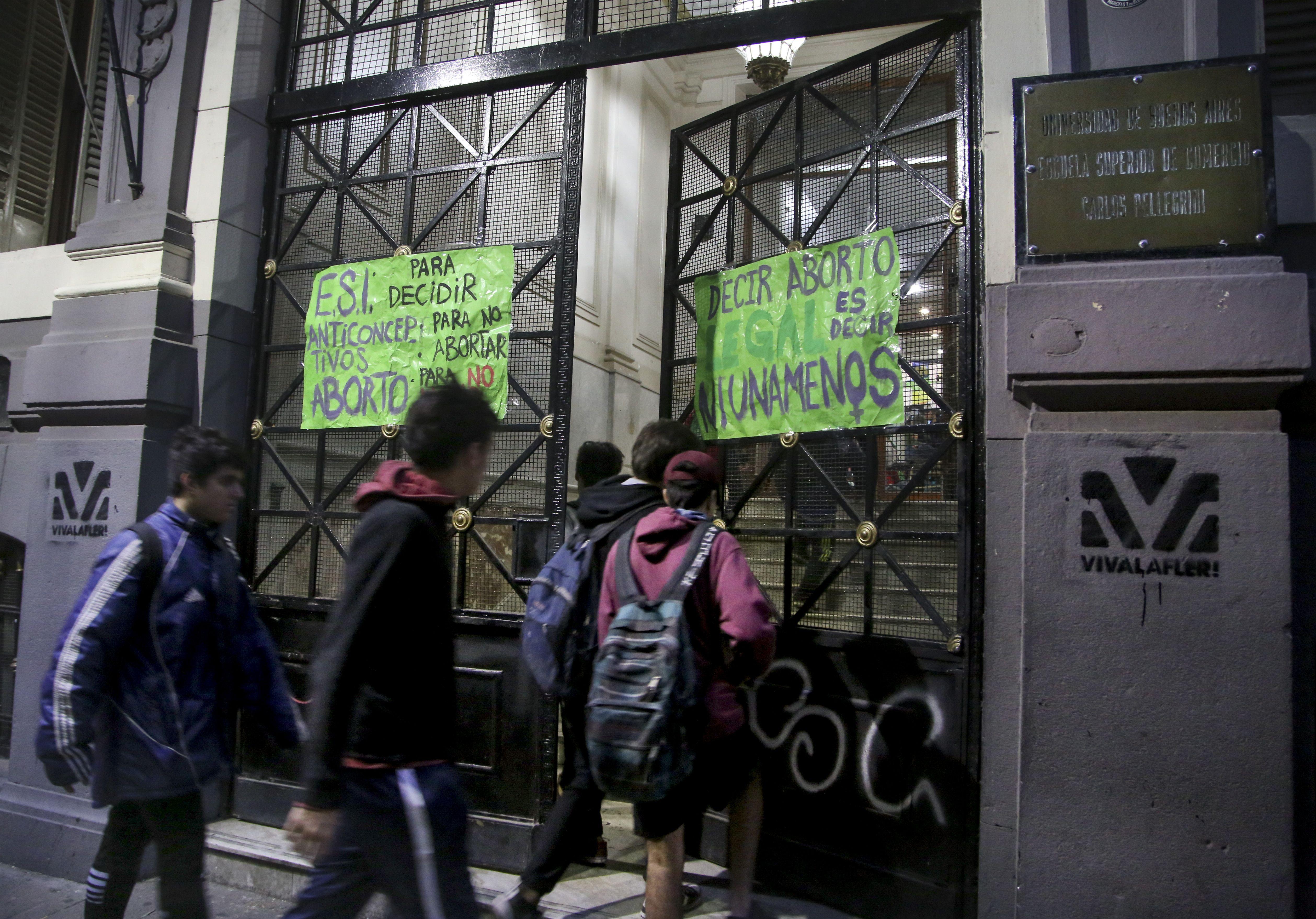 Colegio tomado contra los cambios en el proyecto de ley de abroto libre