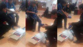 Tucumán: le compró zapatillas a un nene que pedía monedas descalzo en la calle
