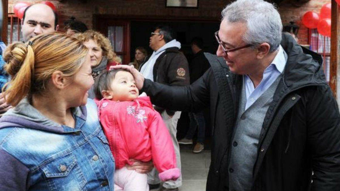 Zamora inauguró un espacio de juegos en un jardín de infantes