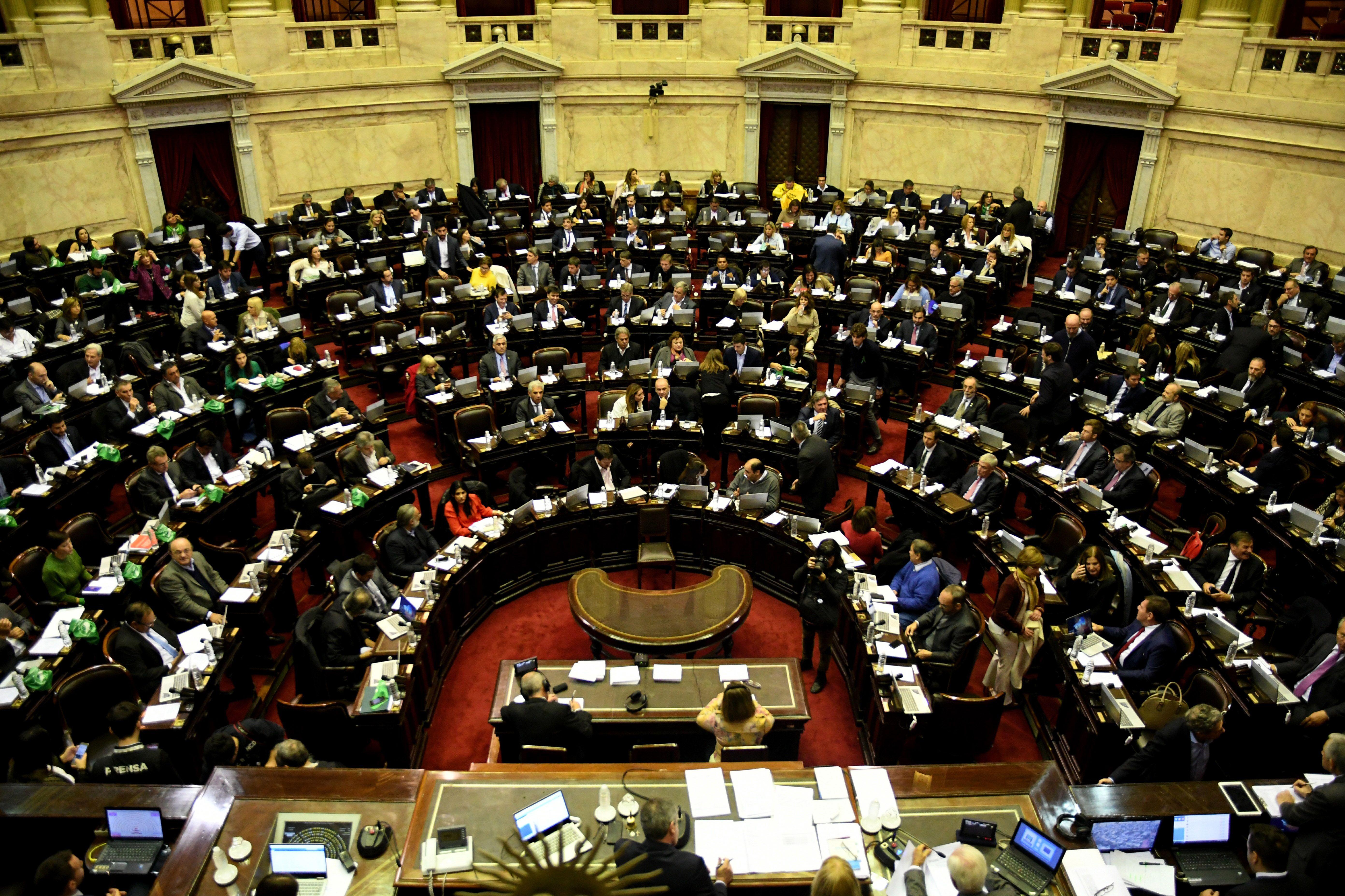 Pelea voto a voto en Diputados por el aborto legal, con final abierto