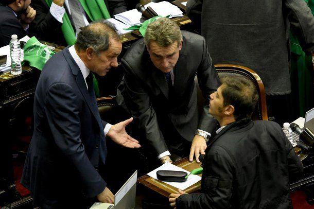 Daniel Scioli, Agustín Rossi y Axel Kicillof durante la sesión de este 13 de junio en Diputados