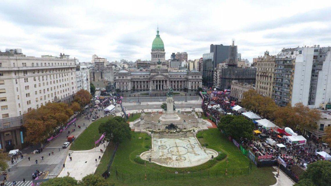 El otro debate: miles hacen vigilia frente al Congreso a favor y en contra del aborto legal