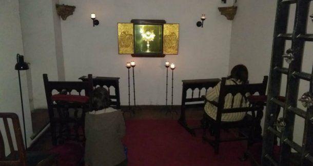 Carrió compartió la imagen de una adoración al Santísimo Sacramento