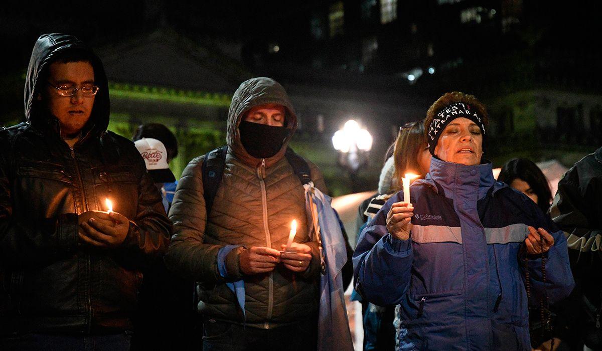 Las defensoras de las dos vidas rezan en el Congreso contra el aborto