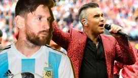 El look de Robbie Williams, muy parecido a Messi