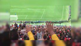 Los hinchas argentinos y brasileños no pudieron evitar el choque de hinchadas