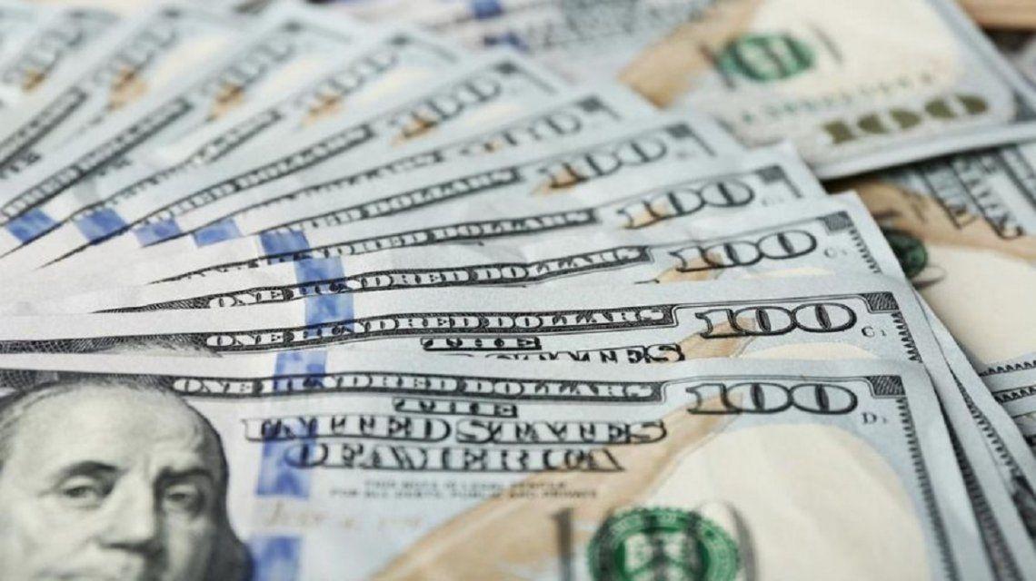 El dólar opera estable a $28,67