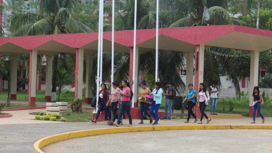 La Universidad Nacional Amazónica Madre de Dios prohíbe a sus estudiantes entrar a clases en short