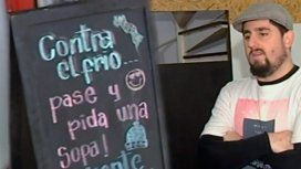 Cruzada contra el frío y el hambre en La Plata: regalan sopa caliente