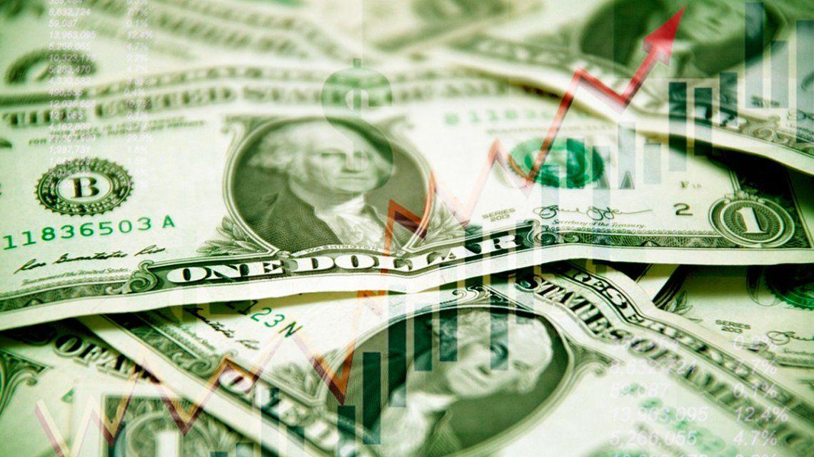 El dólar subió 16 centavos y cerró a $ 28,21 en bancos y la City porteña