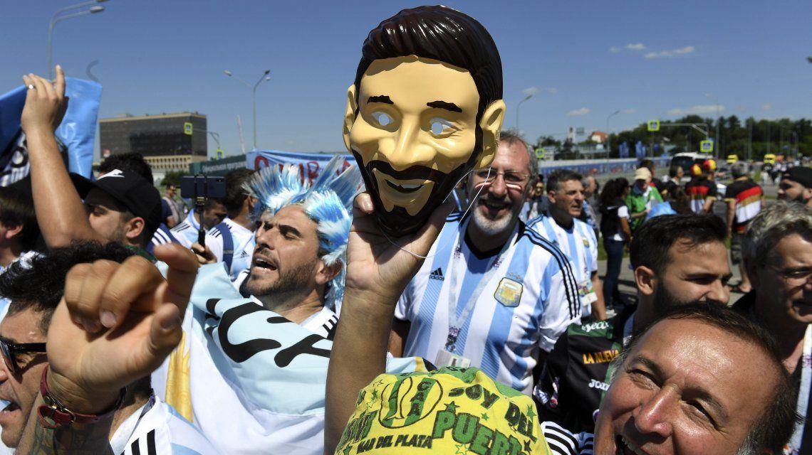 Los hinchas argentinos en Moscú disfrutan de un día agradable