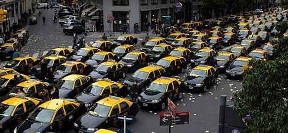 Taxista caza uber disparó contra un auto que viajaba un nene de 10 años