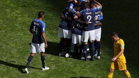Francia, una de las candidatas, derrota a Australia en el arranque del Grupo C