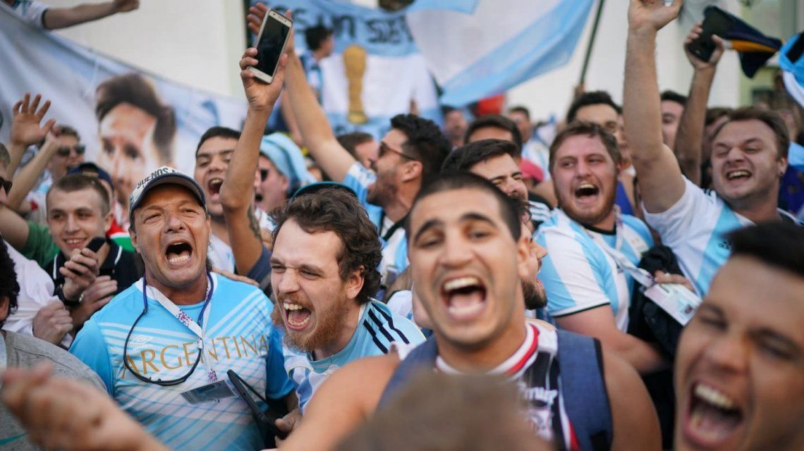 La locura de los hinchas de la Argentina en Moscú