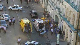 Pánico en Moscú: un taxi atropelló a hinchas en pleno Mundial