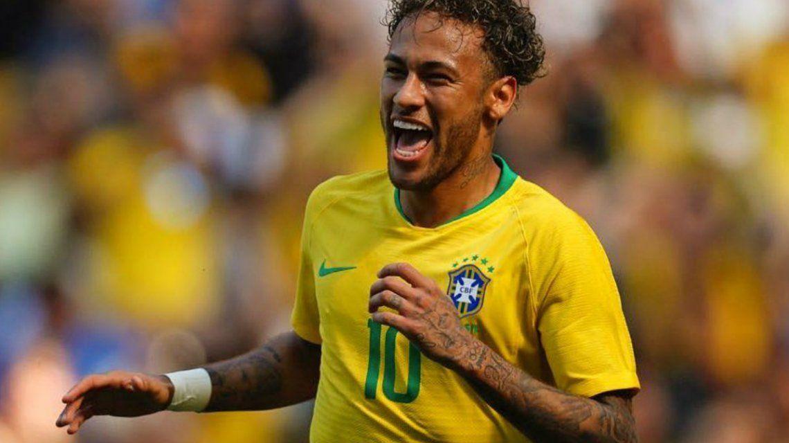 Neymar con su característico look