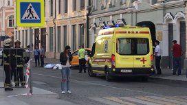 Tremendo: así atropelló a los hinchas mexicanos un taxi en Moscú