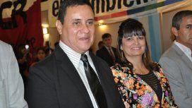 El intendente de San Vicente, Mauricio Gómez, junto con su mujer.