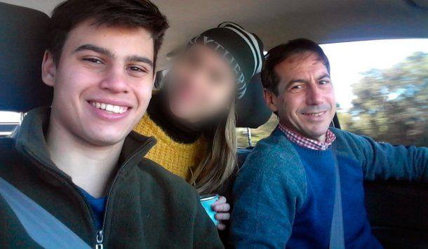 <p>El senador radical Luis Naidenoff y su hijo</p>