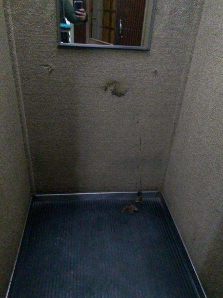 Hizo caca en el ascensor y lo escracharon - Crédito: 0221