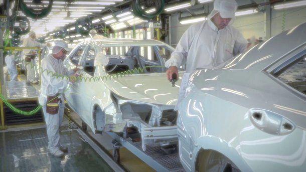 Autos en proceso de pintado<br>