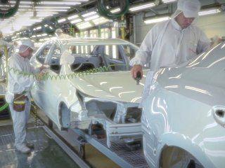 Autos en proceso de pintado