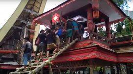 Dramático: murió aplastado por el ataúd durante el funeral de su madre