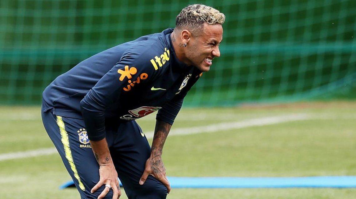 Conmoción en Brasil: Neymar se retiró rengueando del entrenamiento
