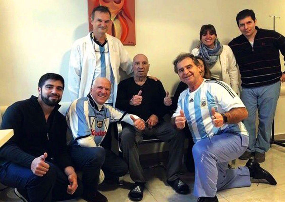 Bilardo recibió el alta y continuará la recuperación en su casa