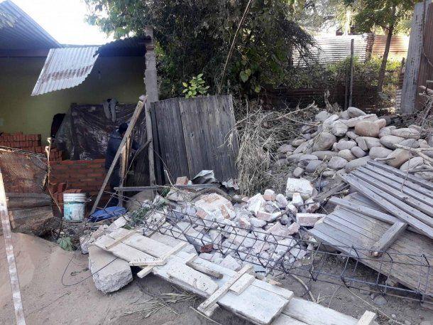 El camión causó destrozos en mampostería, techo, muebles y electrodomésticos. (eltribuno.com)