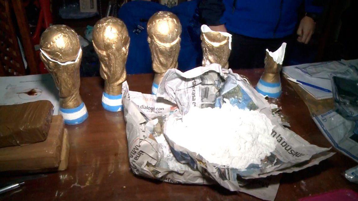 Detuvieron a los Campeones de la droga: escondían cocaína en réplicas de la Copa del Mundo