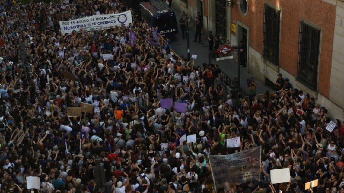 Una multitud se reunió en Madrid para protestar por la liberación de tres integrantes de La Manada