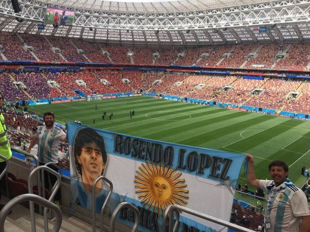 El argentino del video es el hincha argentino que está a la derecha<br>