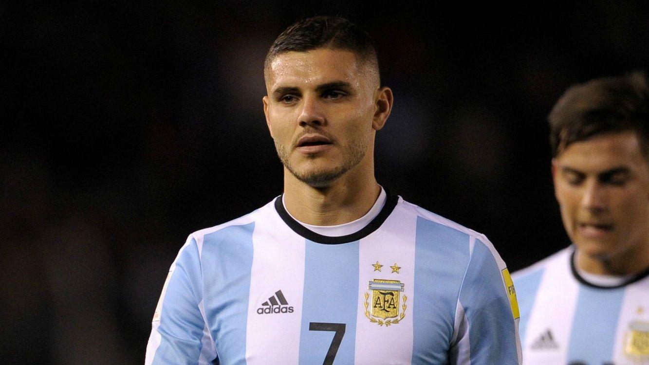 Mauro Icardi también juega al fútbol durante el Mundial