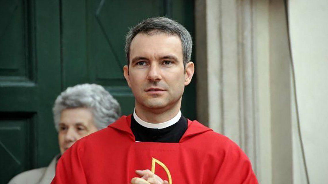 El sacerdote aseguró que empezó a consumir pornografía infantil por el estrés de la mudanza