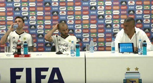 Claudio Tapia, Lucas Biglia y Javier Mascherano en conferencia de prensa.