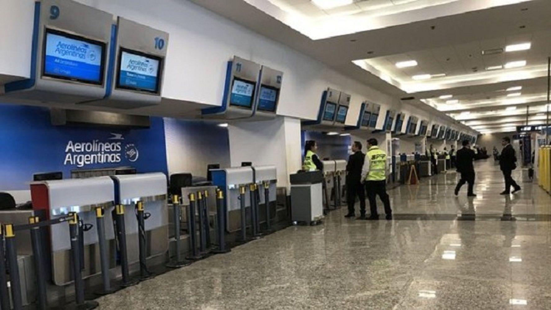 Paro general: cómo cambiar los pasajes de los vuelos cancelados