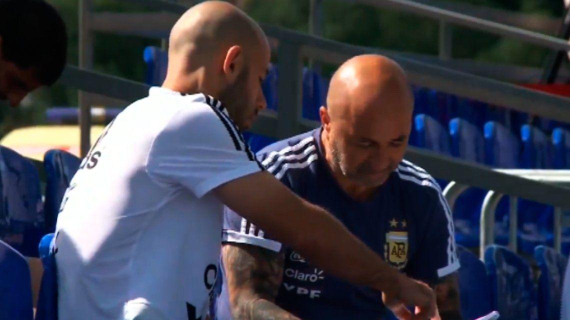 ¿Quién arma el equipo? Las imágenes de Sampaoli y Mascherano de las que todos hablan