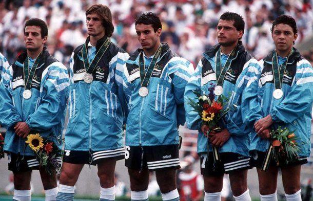 Pineda, Pablo Paz, Gustavo López, Delgado y Gallardo con la medalla de plata<br>