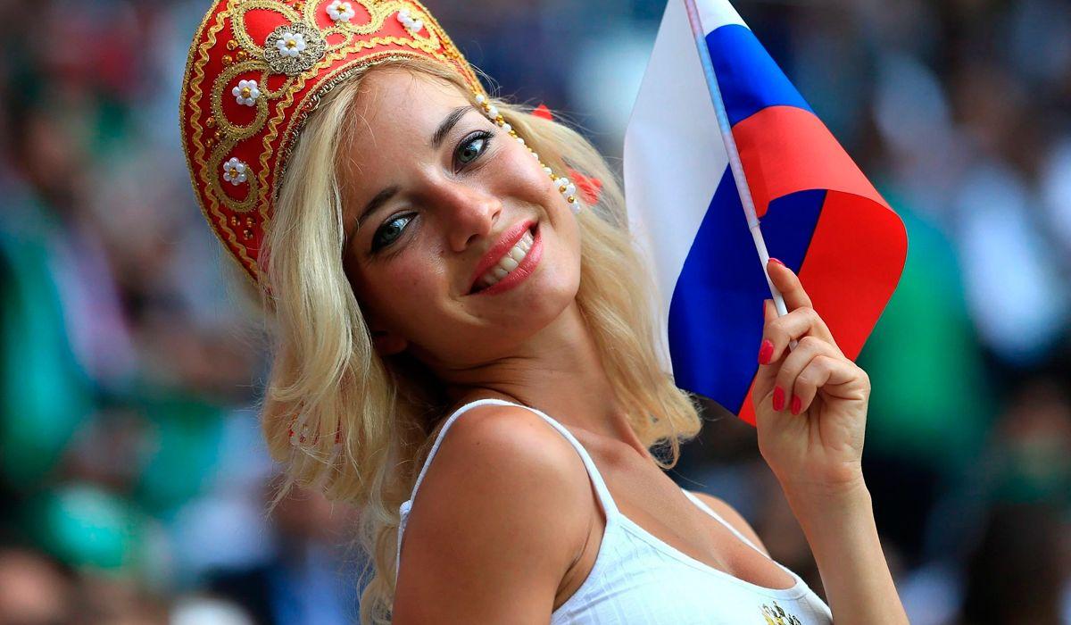 La hincha más linda de Rusia es Natalia Nemtchinova, una actriz porno