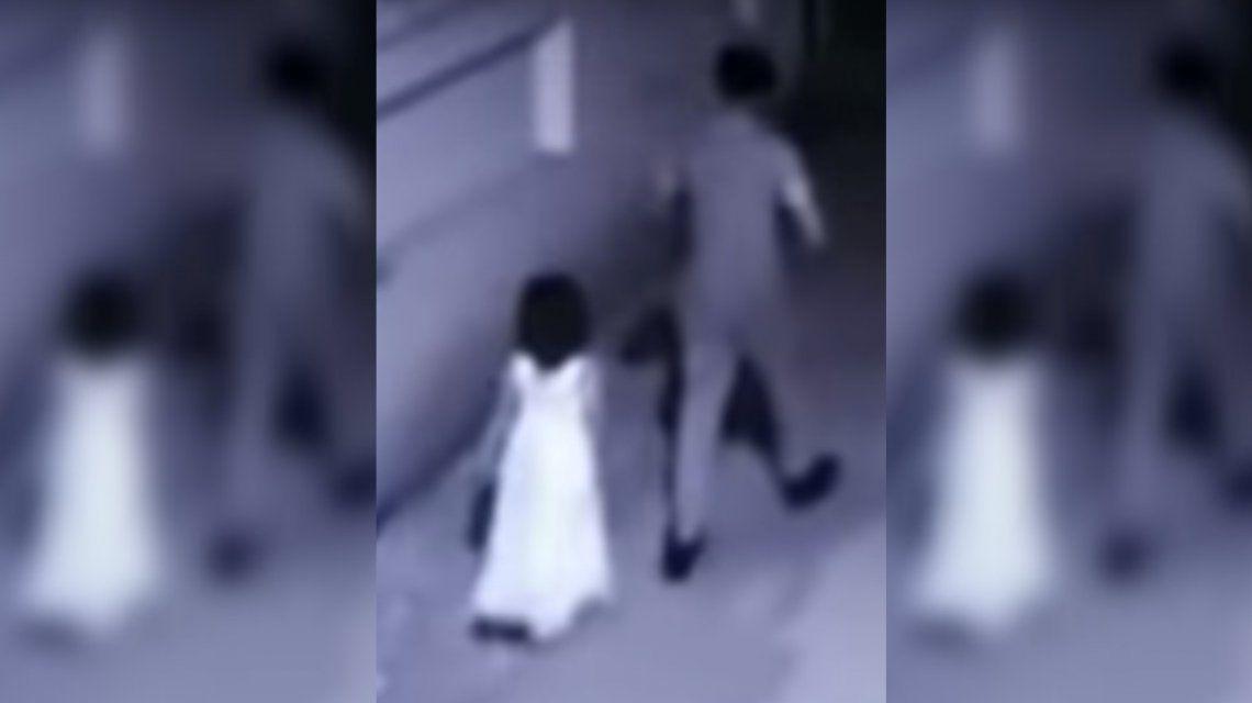 India: un hombre engañó a una nena de 6 años con un helado, la violó y la mató