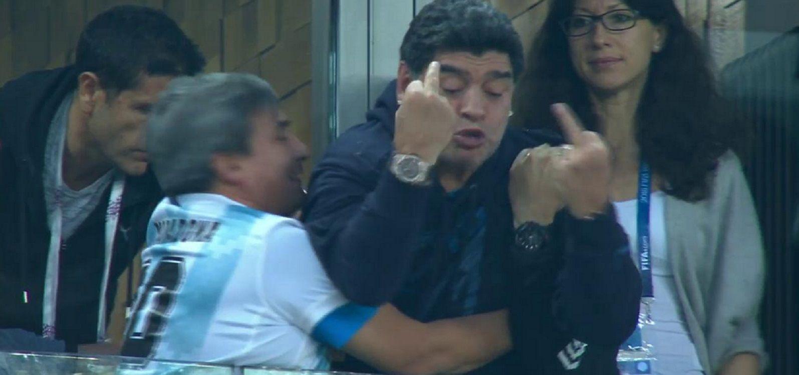 Furor por el festejo del segundo gol de Maradona