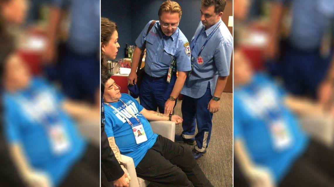 Dejó todo: tras el eufórico festejo, Diego Maradona se descompensó en el partido