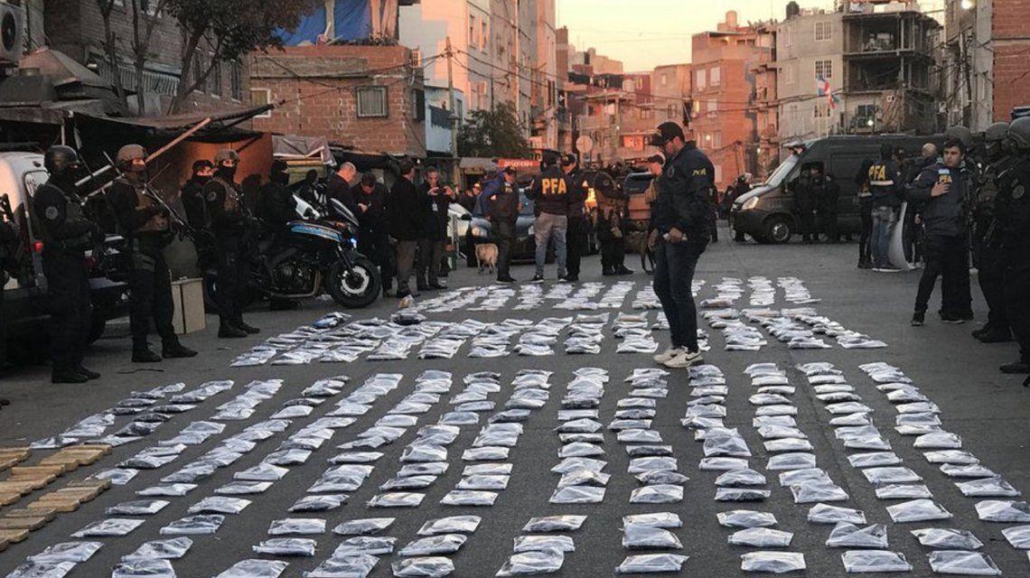 Mega operativo en la villa 1-11-14: 500 policías realizan más de 25 allanamientos
